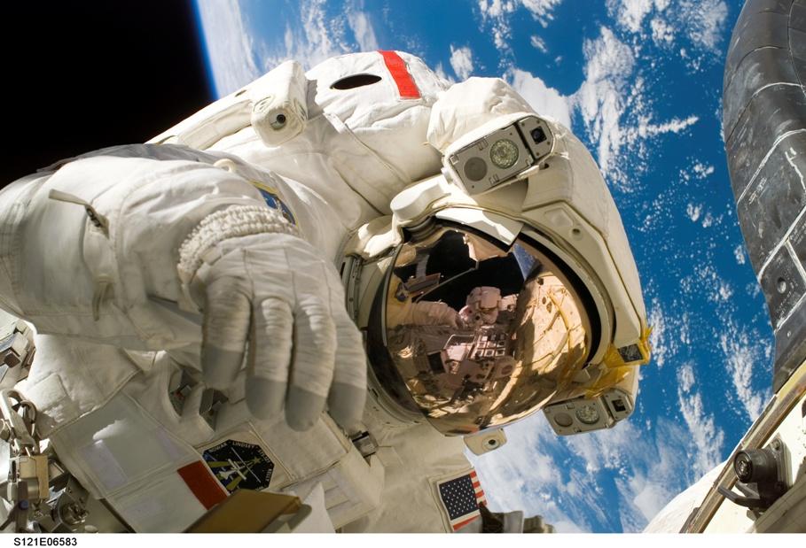 A NASA FLIR S65-ös hőkamerával vizsgálja a űrhajóit a világűrben