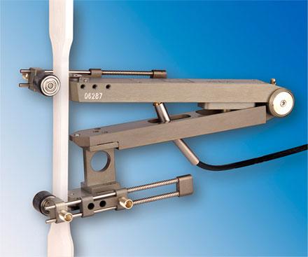 MFA-25 / 12 felcsiptethető nyúlásmérő