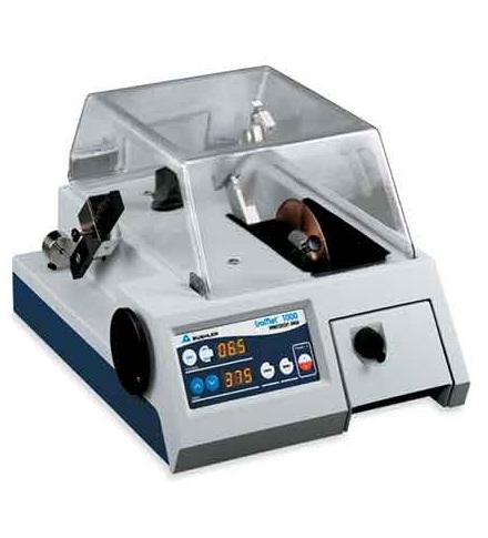 IsoMet 1000 precíziós vágógép