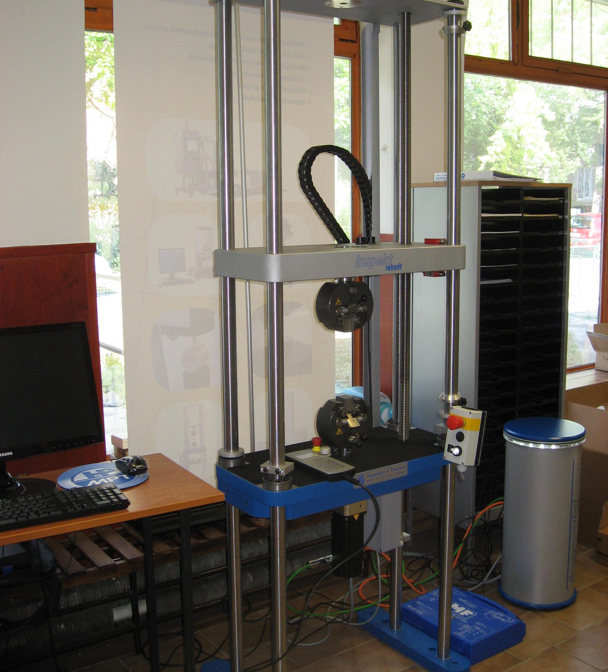 Modernizált Messphysik szakítógép
